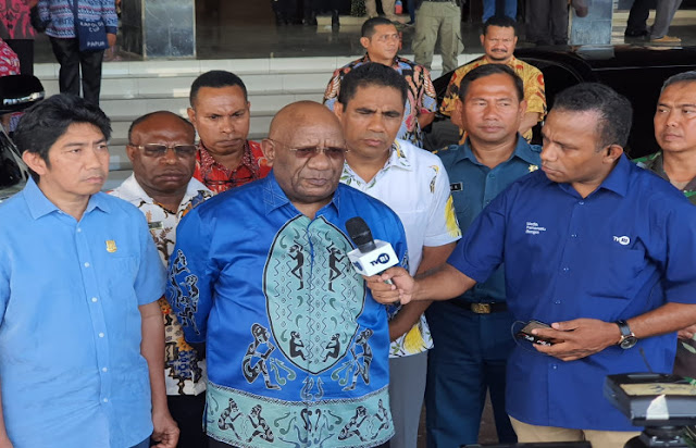 Antisipasi Coronavirus, Klemen Tinal Ajak Warga Papua Gunakan Masker Seperlunya
