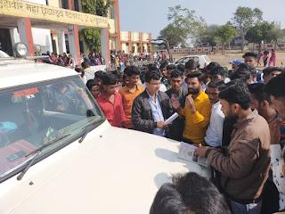शासकीय महाविद्यालय पेटलावद कॉलेज की समस्या को लेकर तहसीलदार को अवगत कराया गया