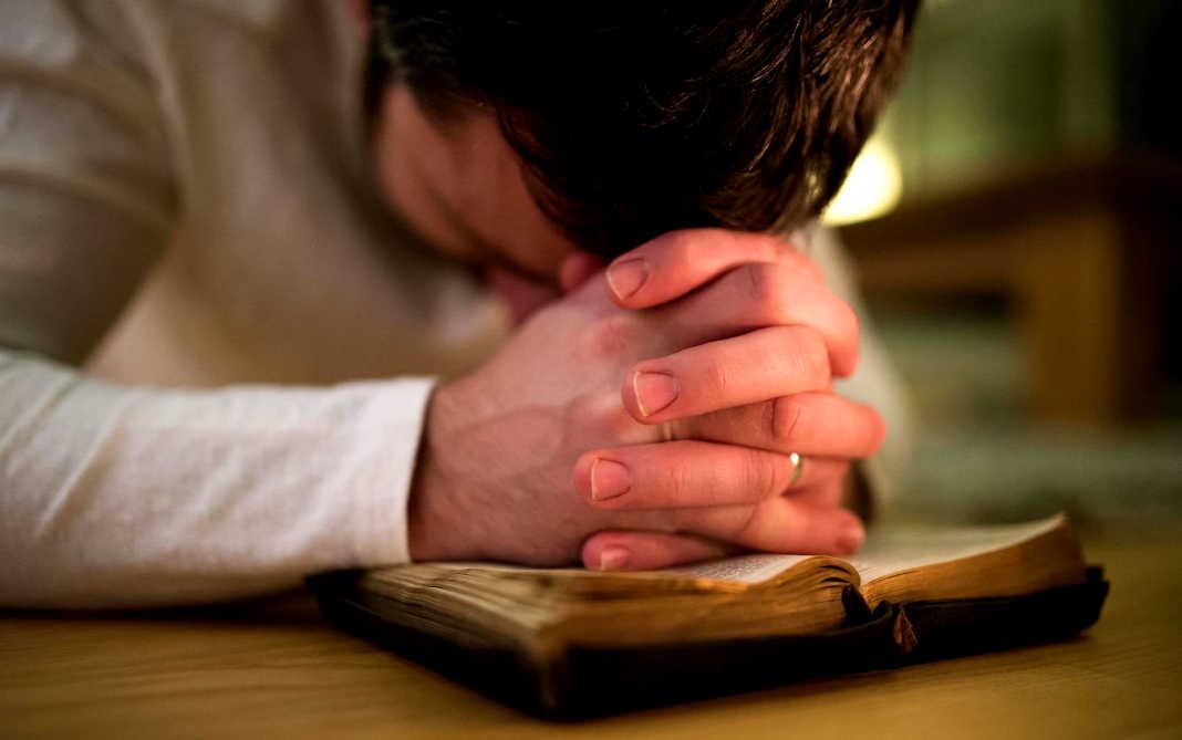 A Urgente Necessidade de Pregadores Que Oram