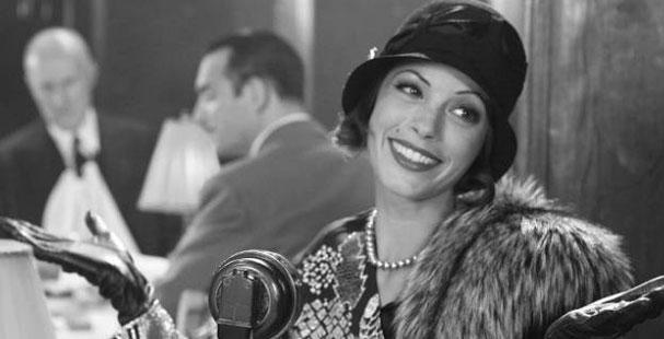 La vedette Peppy Miller (Berenice Bejo) avec, en fond, Georges Valentin (Jean Dujardin).