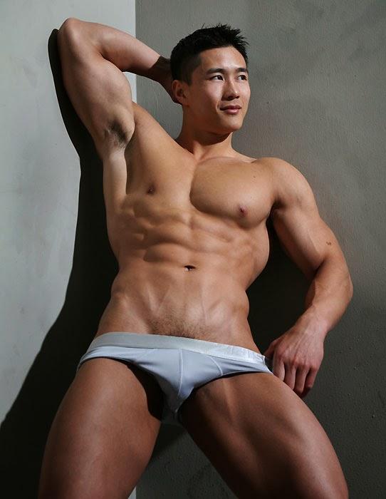 Teen gay bodybuilder he paws his