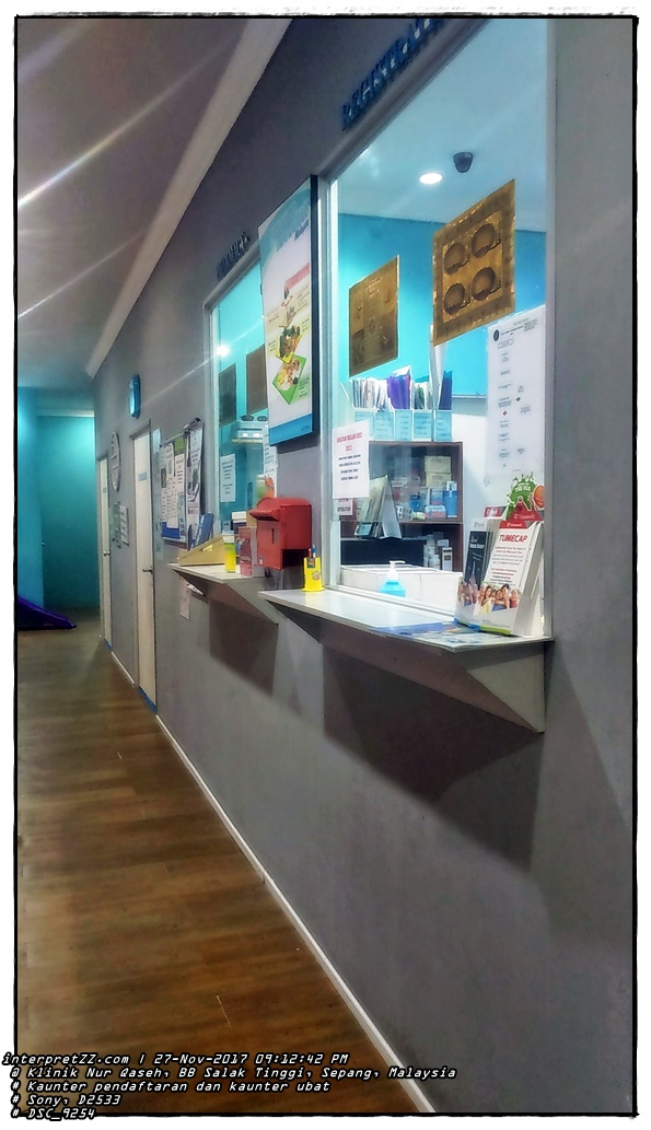 Pictures of the payment counter and medicine counter at Klinik Nur Qaseh.