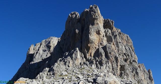 Ascensión a las Agujas de Tajahierro en Picos de Europa