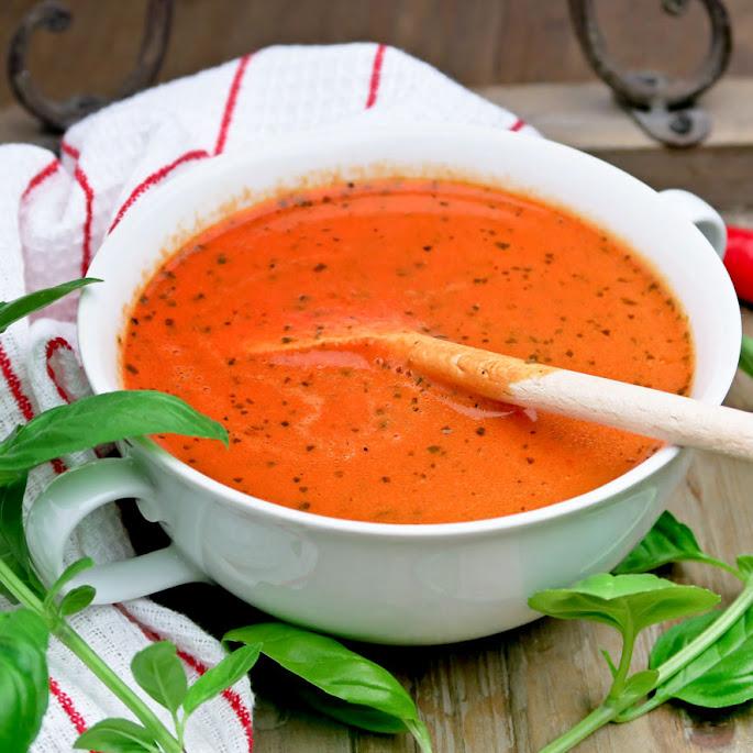 Recept Romige en kruidige soep van geroosterde tomaten en paprika's