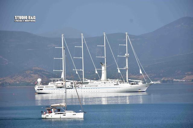 Το εντυπωσιακό τετρακάταρτο κρουαζιερόπλοιο Wind Star στο Ναύπλιο