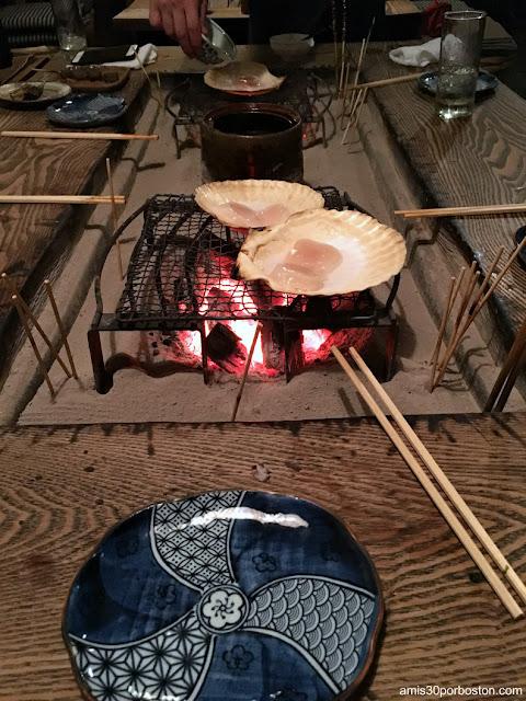 Vieiras al Grill en esta Izakaya de Tokio