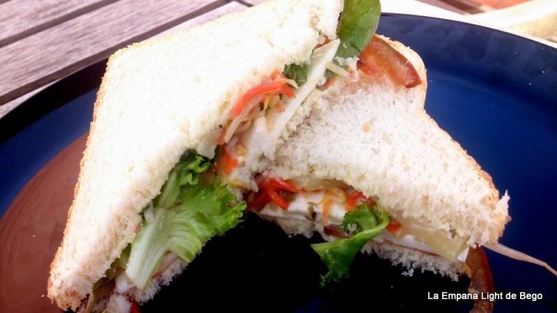 Receta-de-Sandwich-Vegetal-con-Mozzarella-y-salsa-de-yogur