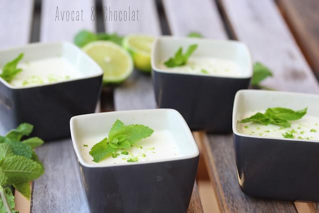 """alt=""""mousse citron vert dans 4 petits pots noir carré et décoré d'une feuille de menthe"""""""