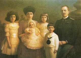 The King and his young family: from the left Iolanda, Queen Elena, Maria Francesca, Mafalda and Umberto