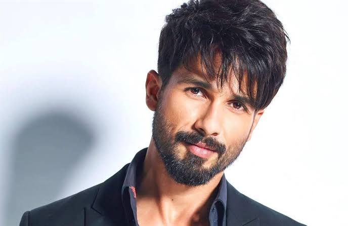 Shahid Kapoor Lifestyle, Family, Age, Net Worth, Income, Movies and Biography