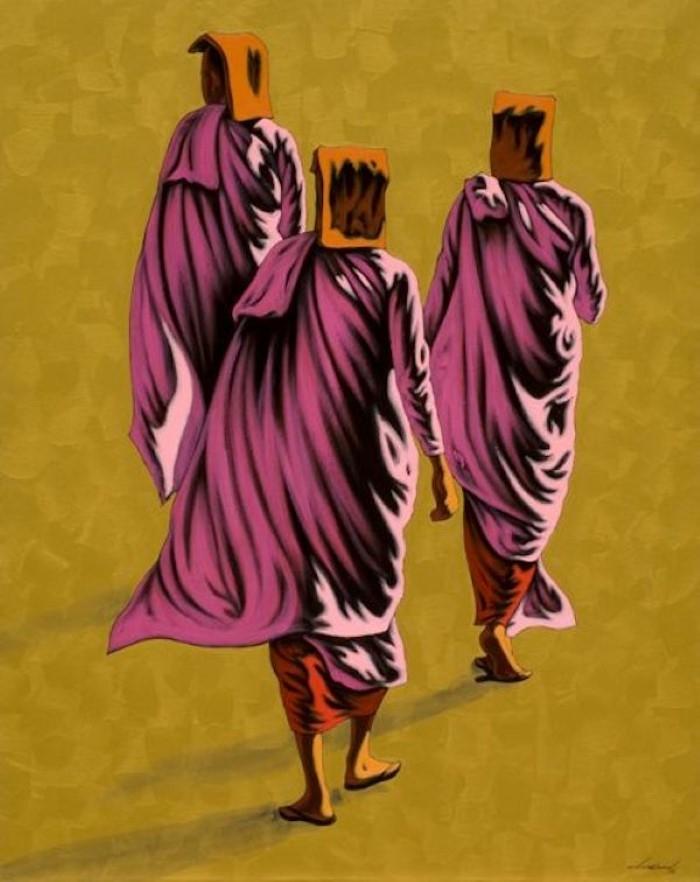Монахи и монахини в оранжево-коричневых одеждах.