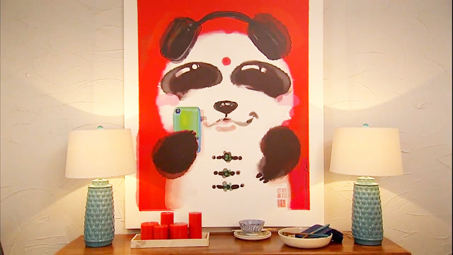 TVshow, Sauvez-les-Meubles, CanalVie, Ben-Liu-Benda, panda, home decors, Chinese Style, red, panda taking selfie with iphone making duckface