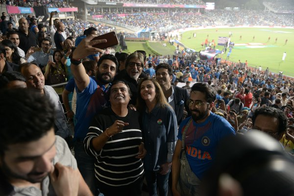 IN ABHISHEK BACHCHAN VS TROLL, BIG B AND FANS TREND HASHTAG IN ENCOURAGING INDIA- NEWS OF INDIA