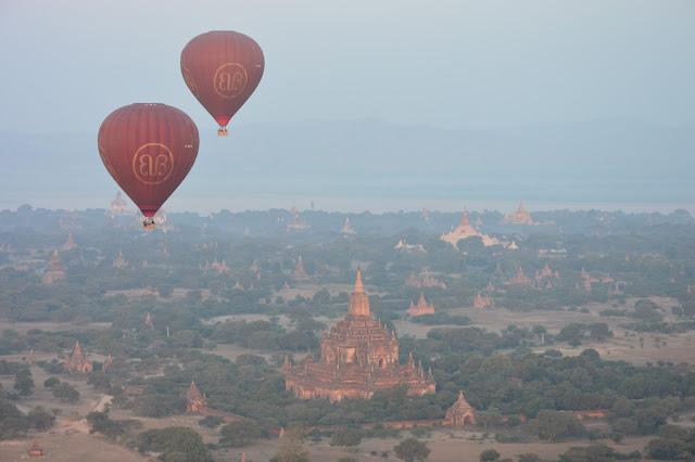 Les temples de Bagan en montgolfière