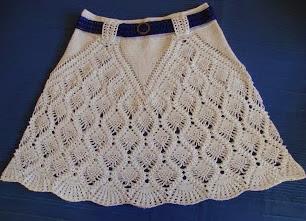 http://creacionesbatiburrillo.blogspot.com.es/2013/06/falda-crochet.html