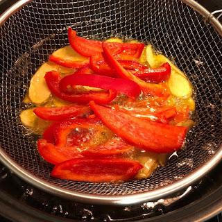 pollo-con-verduras-patatas-pimiento-rojo