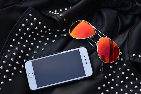 IPhone, Sonnenbrille, lederjacke