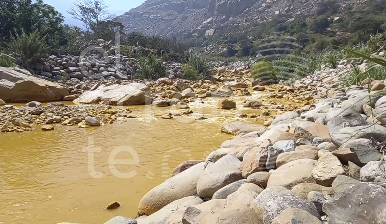 Aguas del Río Moche tienen un color naranja