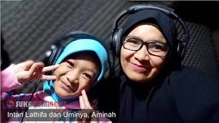 Penyanyi Cilik Intan Latifa bersama Ibunya, Siti Aminah