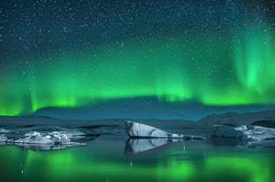 The Jökulsárlón glacier lagoon provides a beautiful backdrop to Iceland's Northern Lights