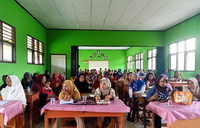 Penyerahan Buku Rapor Semester 2 TA. 2018/2019 SDN 236/VIII Kelompang Jaya dan SMP Negeri Satu Atap Sungai Karang Dilaksanakan Serentak