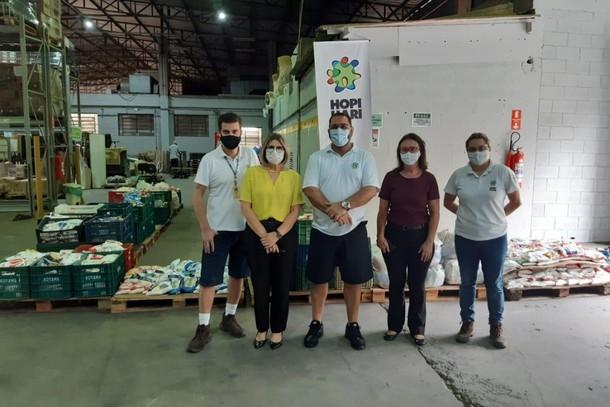 Fundo Social de Vinhedo recebe doação de 3 toneladas de alimentos do Hopi Hari
