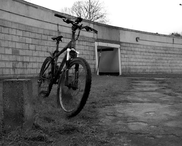 cycle grey morning