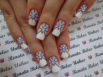 decoração de unhas em branco com pedrinha