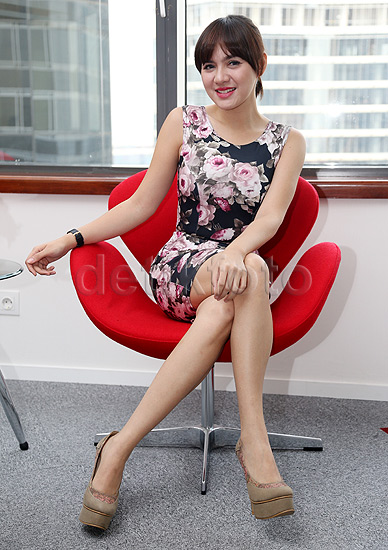 Cantiknya Foto Terbaru Vicky Shu Bergaun Flora Hitam