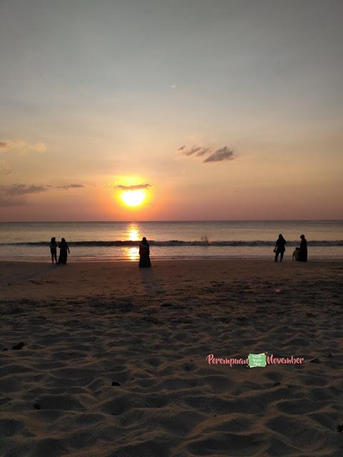 sunset di pantai lampuuk
