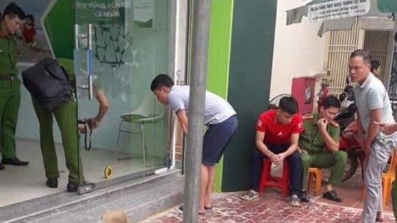 Cướp ngân hàng, bảo vệ Vietcombank bị bắn trọng thương