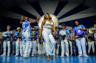 Rainha Bianca Monteiro e bateria da Portela vão encerrar a festa