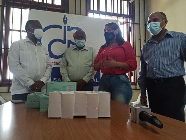 Director Regional de los Servicios Nacional de Salud exhorta a periodista a seguir promoviendo  vacunate RD