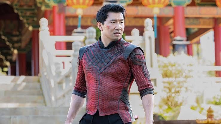 'Shang-Chi: e a Lenda dos Dez Aneis' continua dominando a bilheteria americana pela 3ª semana seguida