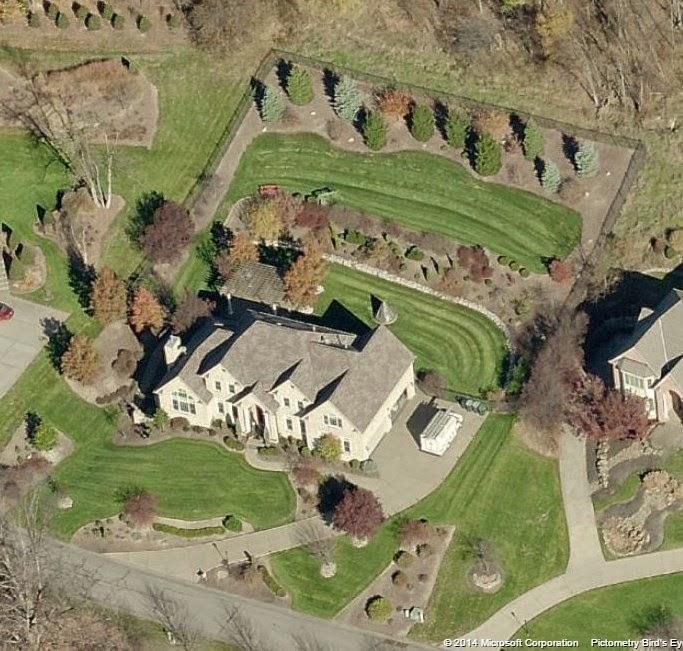 Celeb R.E.: Smokey Robinson Lists Chatsworth Mansion