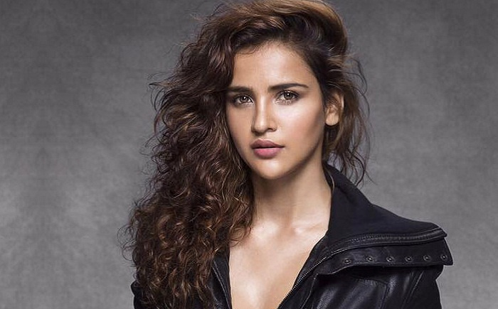 Aisha Sharma Wiki | DOB | Bio | Age | Family | Net worth | Boyfriend | Education