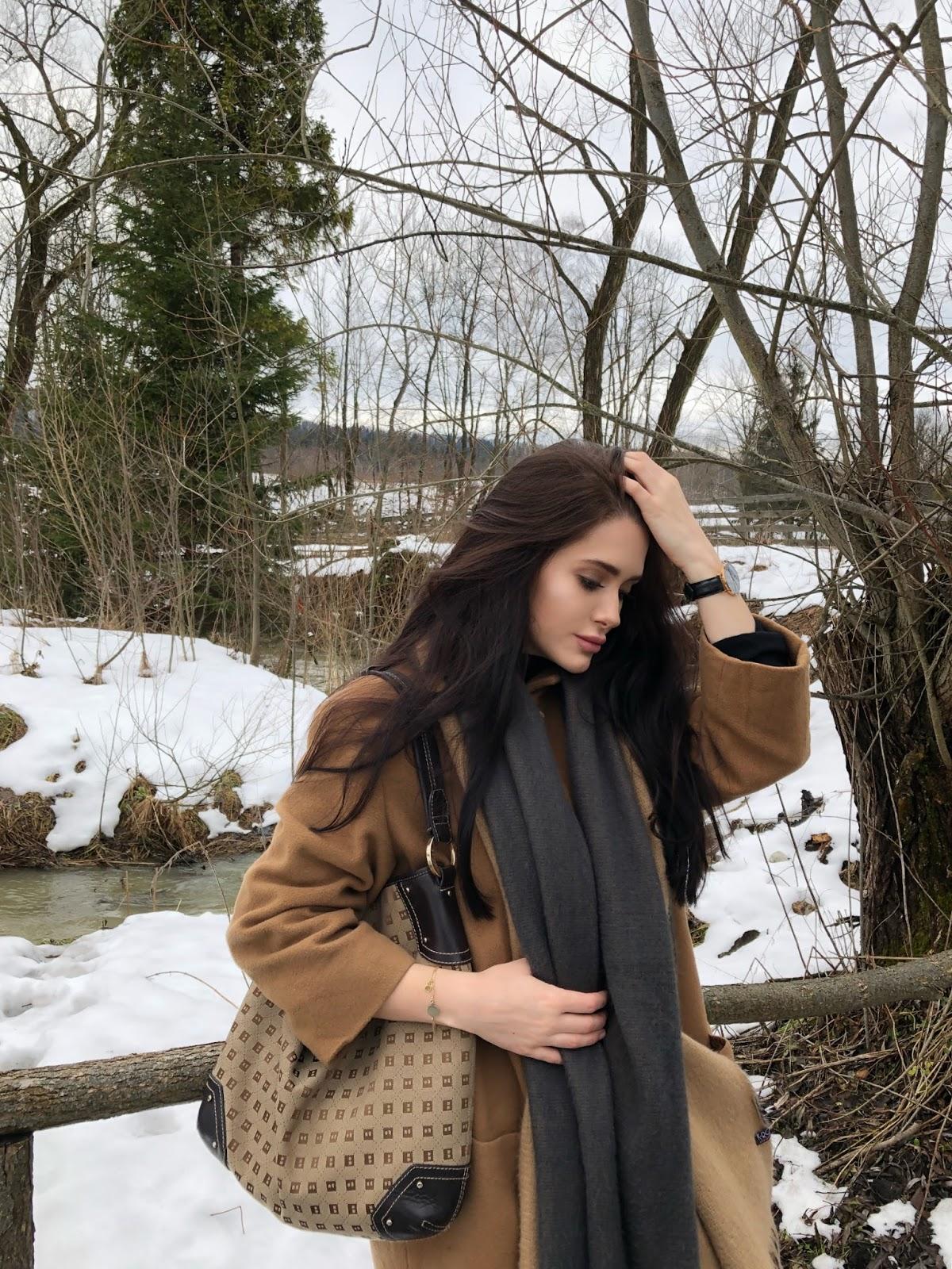 camel coat, beige coat