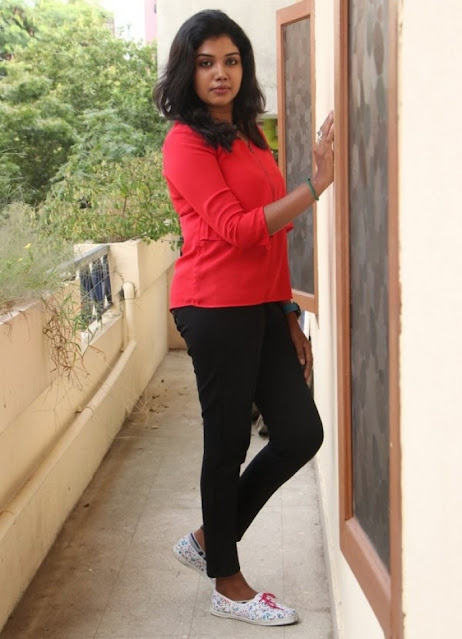 Actress Riythvika Latest Cute Photos Navel Queens