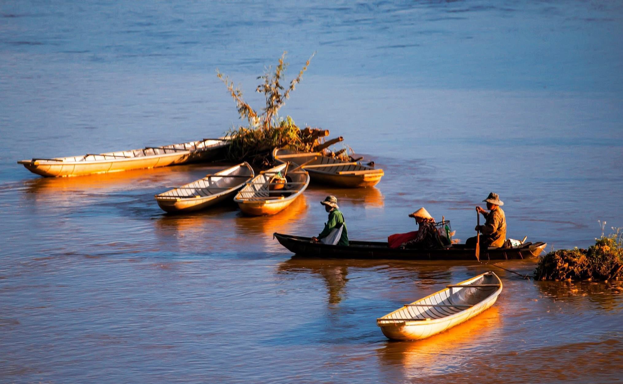 Thuyền độc mộc trên dòng sông Đăk Bla – nét văn hóa truyền thống lâu đời của người dân tộc thiểu số nơi đây