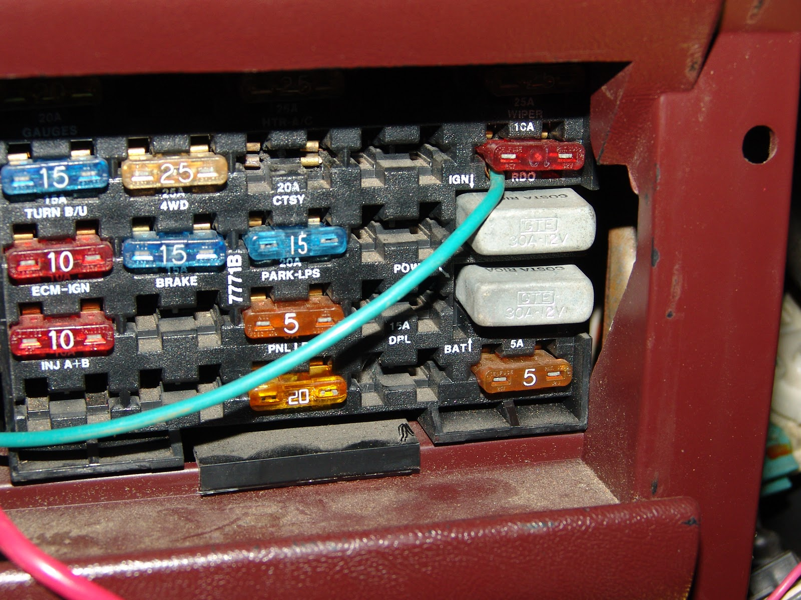 1993 Gmc C1500 Fuse Box | Wiring Liry  Gmc Sierra Fuse Box Location on