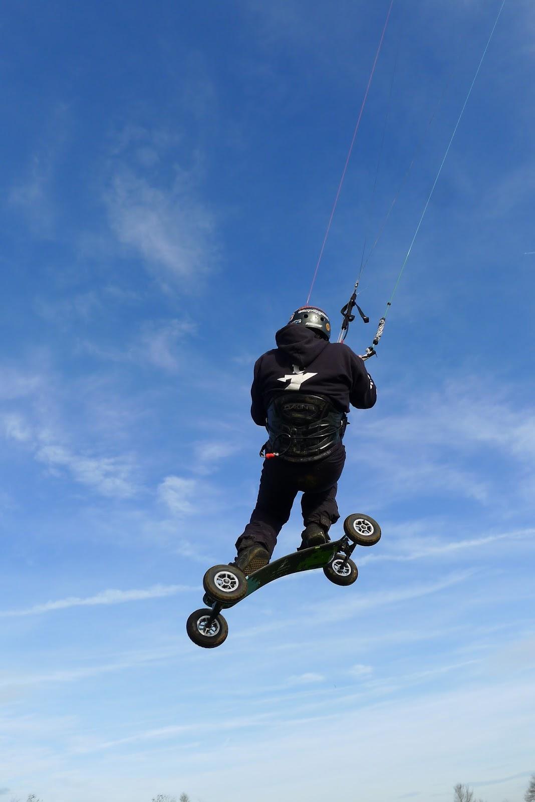 VENDUE ! Flysurfer Speed IV Lotus 18m complète 1390 € quasi neuve  P1260113