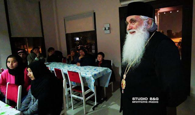 Ο Μητροπολίτης Αργολίδας επισκέφθηκε τους πρόσφυγες που φιλοξενούνται στο Λυγουριό (βίντεο)
