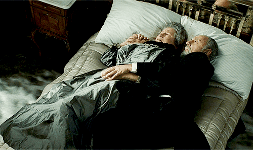 The Touching Story Of The Famous Elderly Couple That Died In Their Bed In Titanic