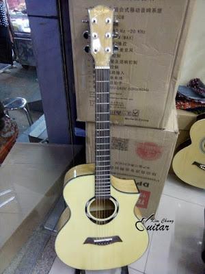Bán đàn Guitar acoustic Devier màu váng giá 2 triệu 2 cho sinh viên