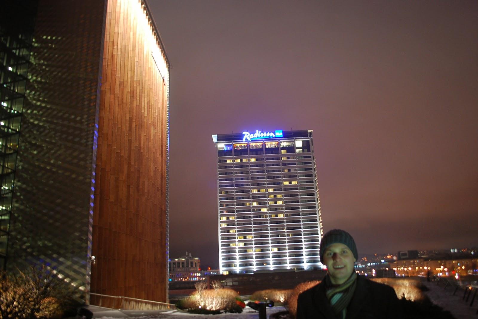 Игнас на фоне Сведбанка и Рэдиссон блю:)