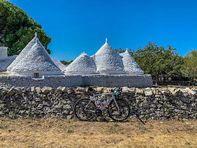 full carbon road bike ebike e-bike rental rent hire shop lecce salento apulia puglia italy