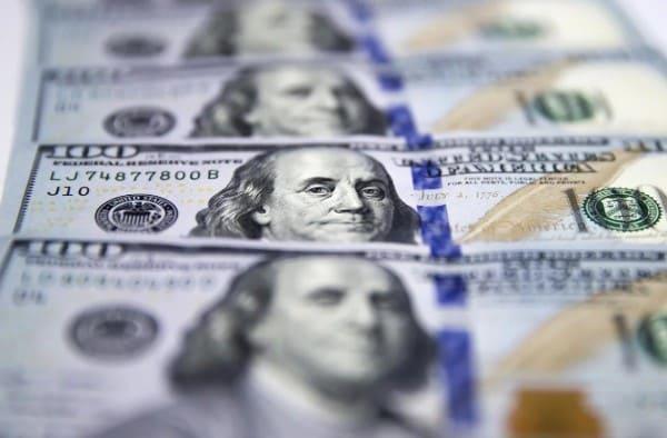 El dólar cotiza a $ 83,50 en el Banco Nación y el riesgo país se mantiene en 1.459 puntos