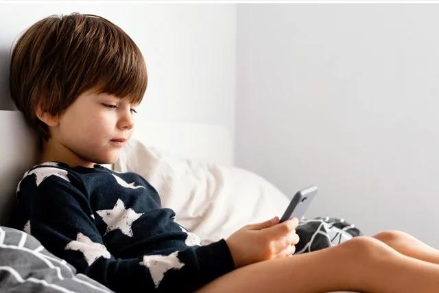 Çocukların gün içinde cep telefonu, tablet vb. kullanımının artması, uyku sürelerini kısaltır ve uyku eksikliğine sebep olur. Elektronik cihazların etkilerini azaltmak için ne yapmalısınız?