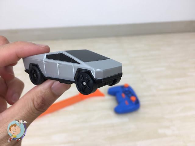 Hotwheels Tesla Cybertruck RC Toy Car 4