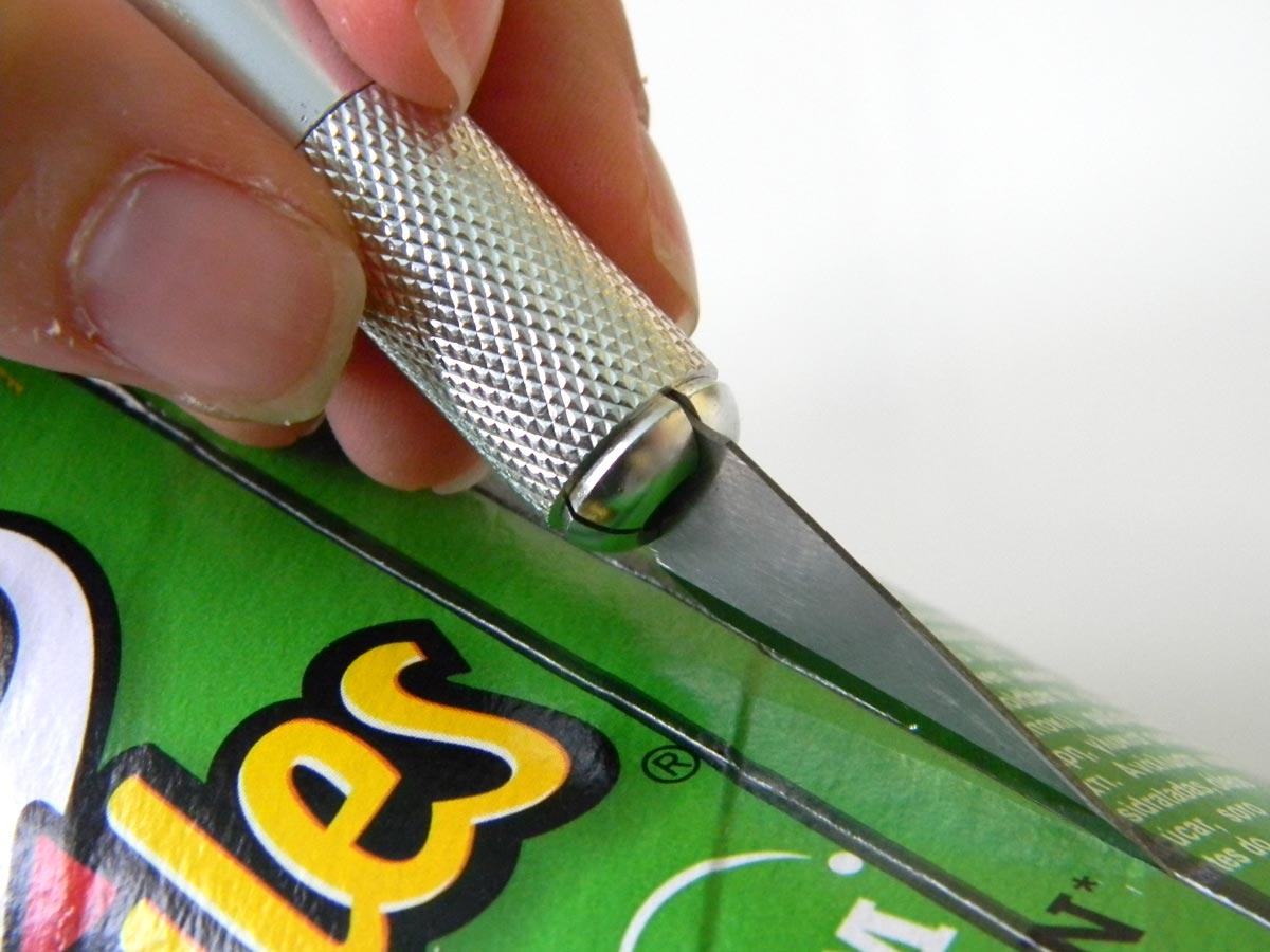 Dérouleur à rubans avec une boite de Pringles